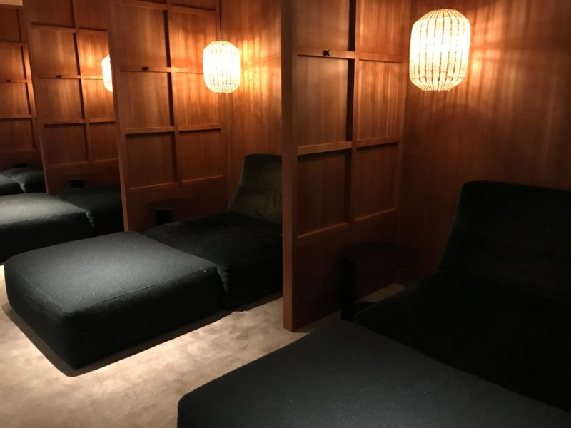 cathay pacific business class hong kong lounge beds