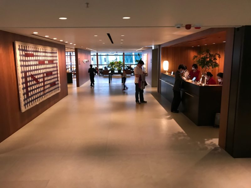 cathay pacific business class hong kong lounge front desk entrancce