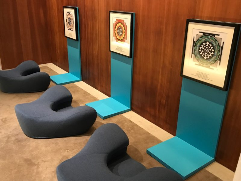 cathay pacific business class hong kong lounge yoga center