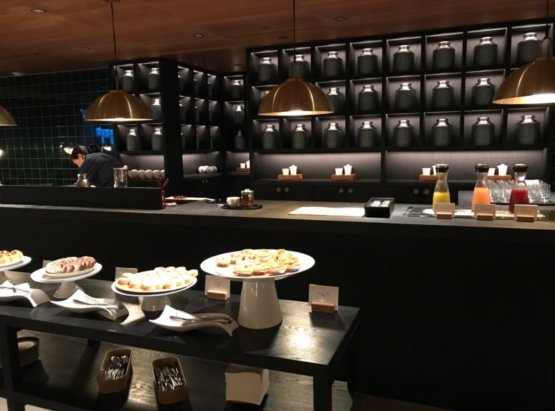 cathay pacific business class hong kong lounge tea room