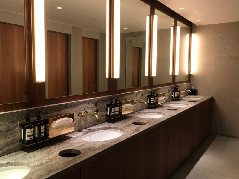 cathay pacific business class hong kong lounge toilets